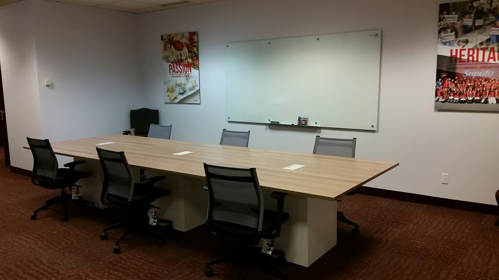 summit table de conf rence aquest design. Black Bedroom Furniture Sets. Home Design Ideas