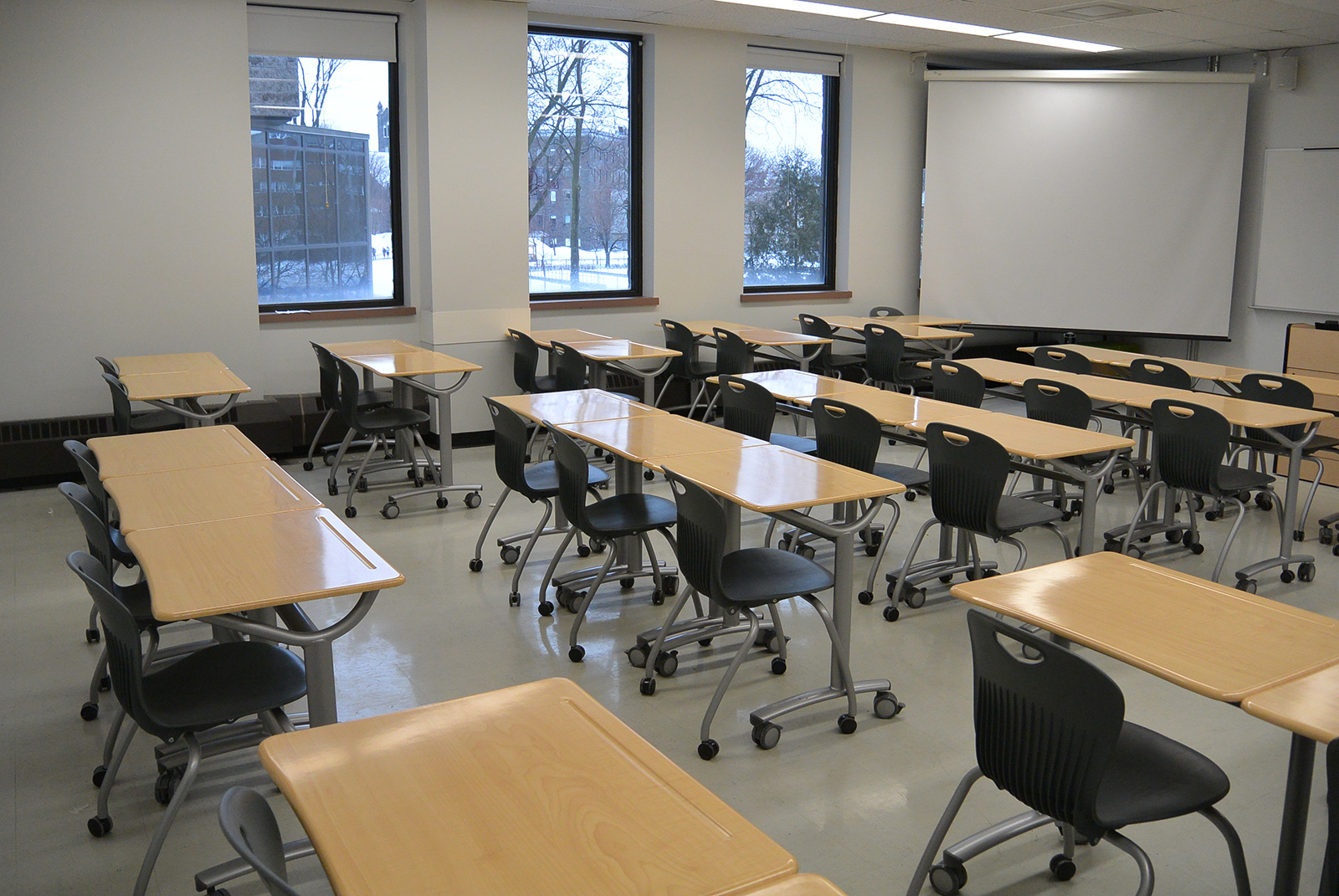 Vanier College – St. Laurent, QC – Flexible Furniture Active Learning Classroom