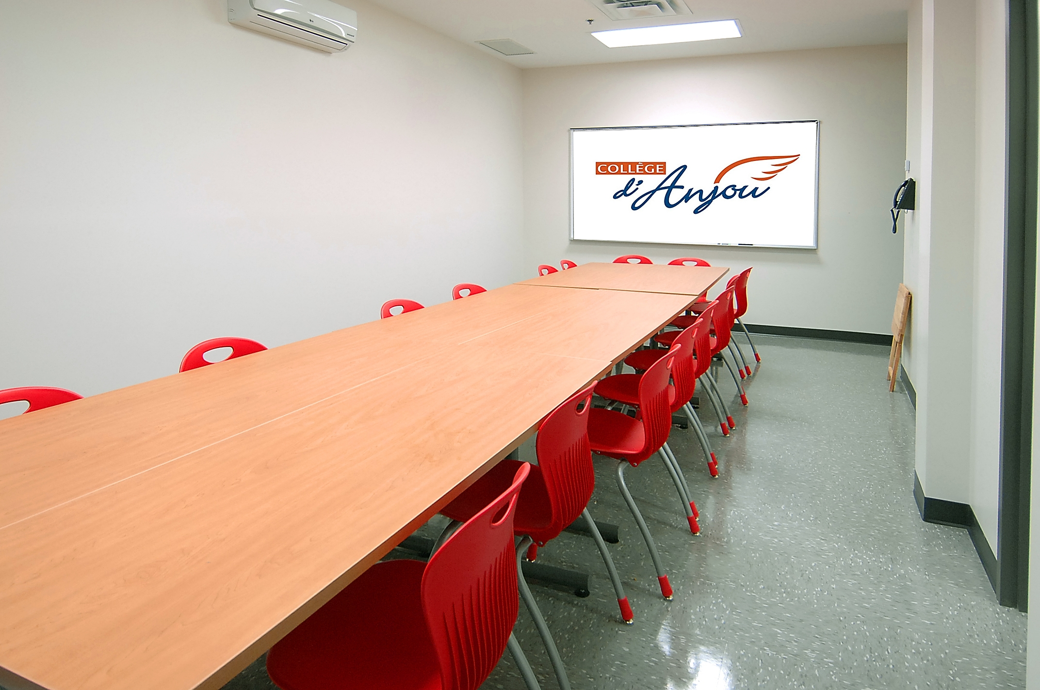 Anjou College – Student's Conference Room