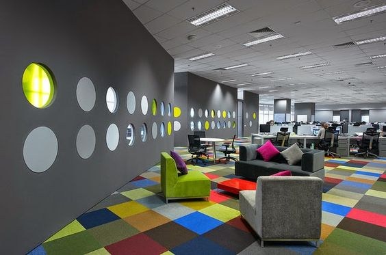 Large open office – Corporate lounge – Feature wall – Coloured carpet – Bright colors at work