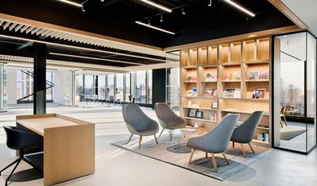 Large open office lounge – Interior design and architecture Montreal – Shelving – Display millwork lighting glass black ceiling
